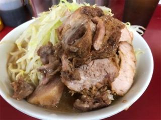 貧乏な人が豚肉と麺をたくさん食べるワケ